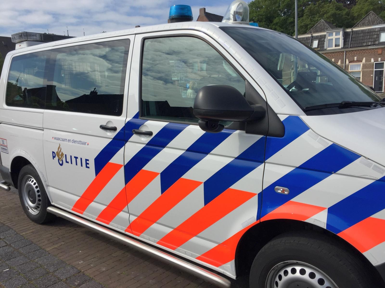Aanhoudingen verricht aan de Jan Ligthartstraat ivm mogelijk vuurwapen