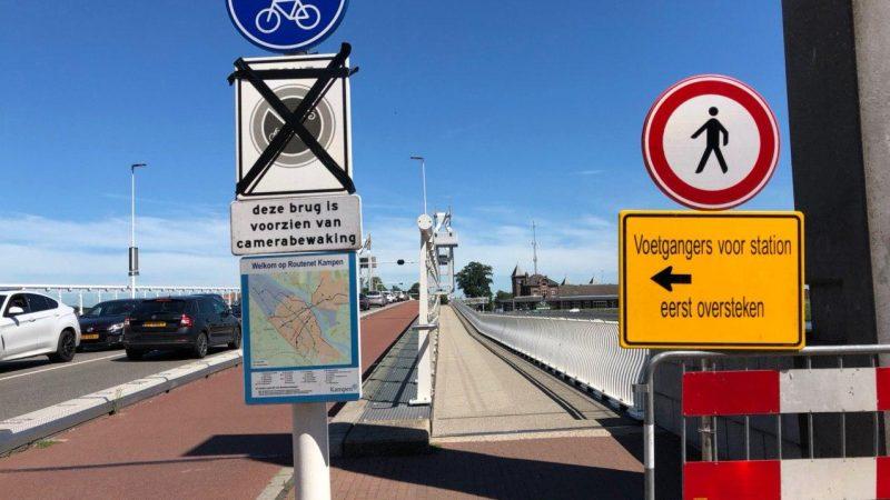 Opnieuw eenrichtingsverkeer voor voetgangers op de Stadsbrug
