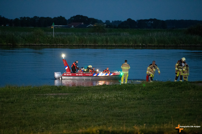 Twee gewonden bij scheepsbrand op Ketelmeer