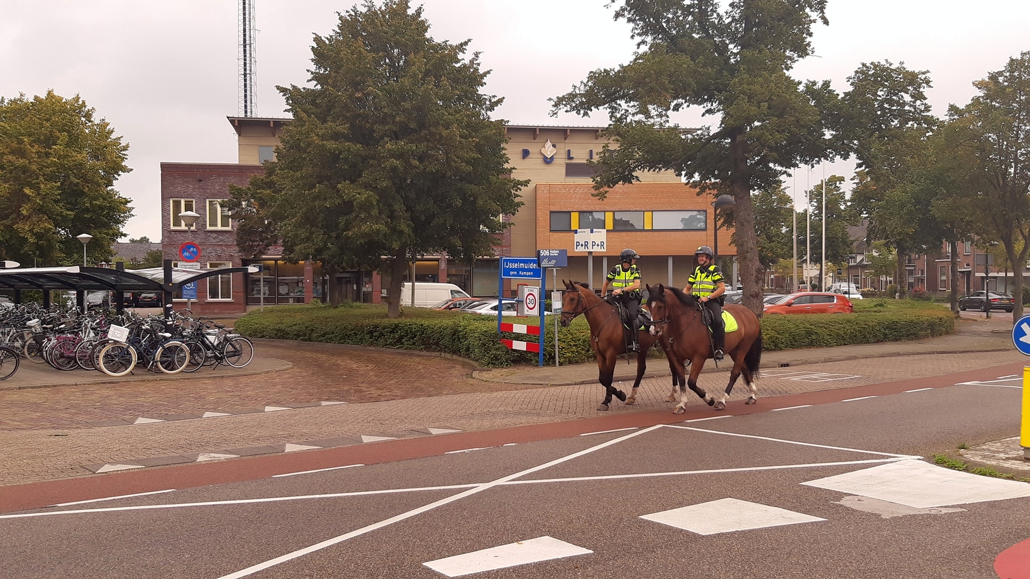 Extra politietoezicht in Kampen te paard