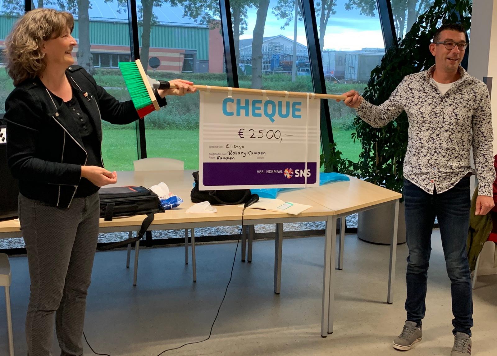 Rotaryclub Kampen steunt Stichting ElizaYo