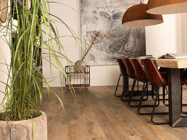 'Laat jouw Ambiant Clic PVC vloer leggen door Floorever vakmannen'