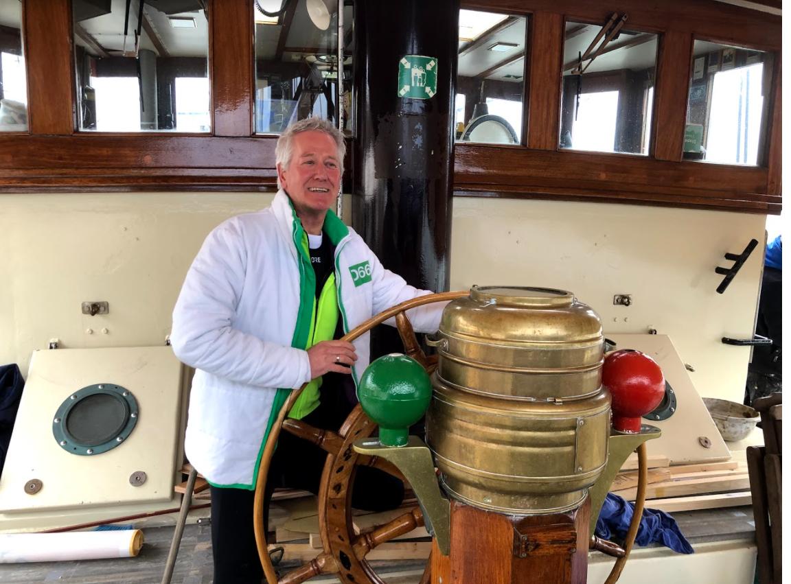 D66-kandidaat uit Diepenveen zoekt coronaproof de verbinding bij de Bruine Vloot in Kampen
