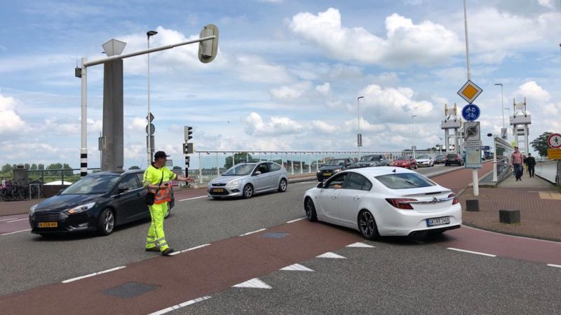 Afsluiting Molenbrug zorgt voor veel overlast en sluipverkeer in Kamper binnenstad