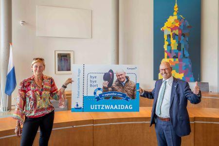 Uitzwaaidag met koggevaart voor vertrekkende burgemeester Bort Koelewijn
