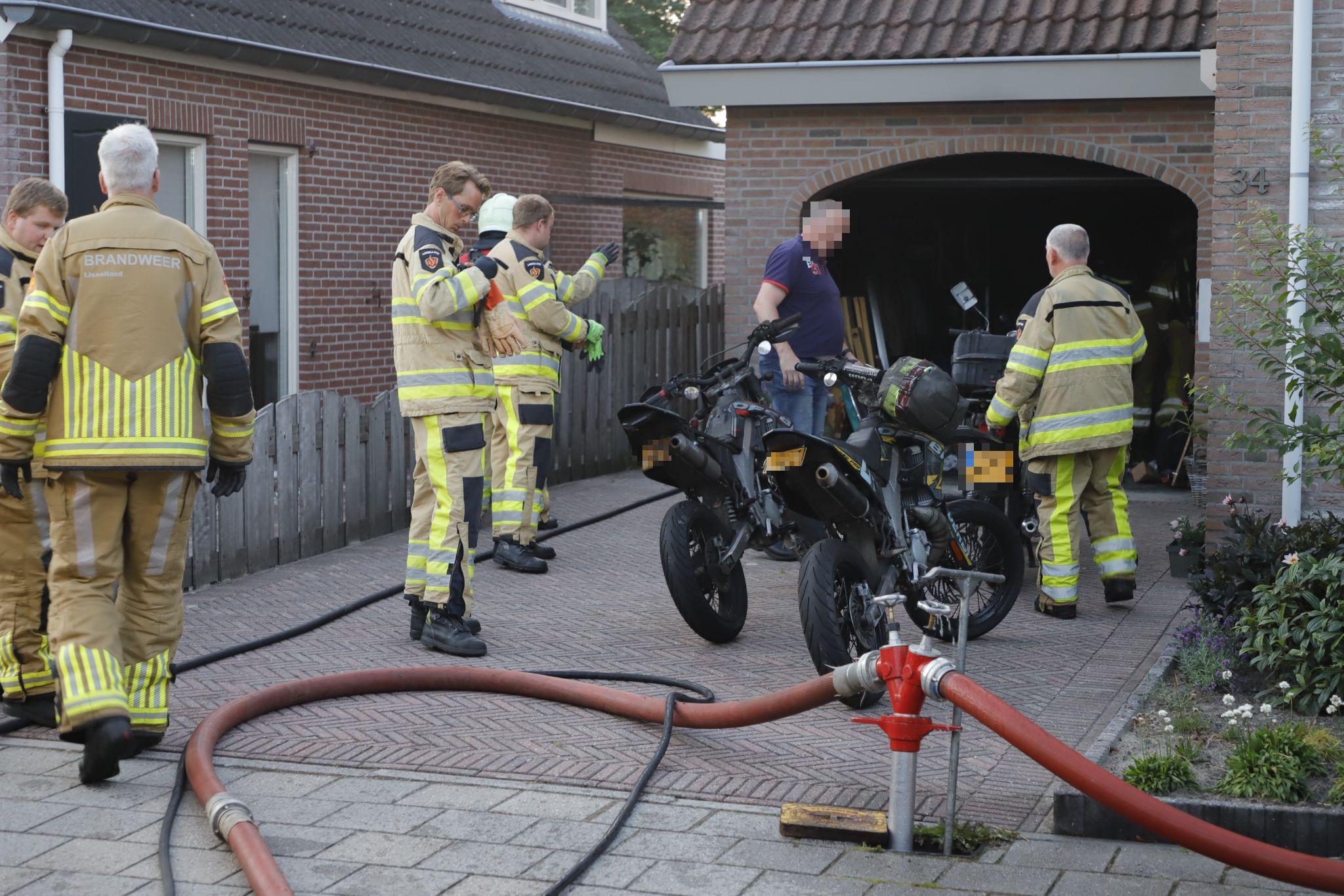 Brand in garage aan de Kreeft in IJsselmuiden
