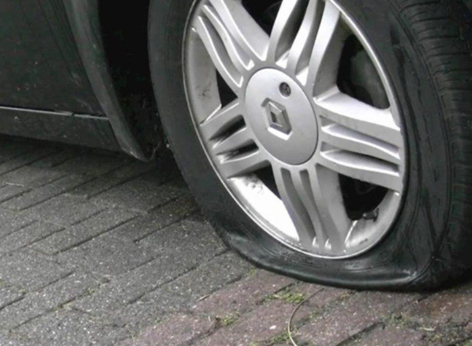 Politie zoekt getuigen van vernieling auto's in IJsselmuiden
