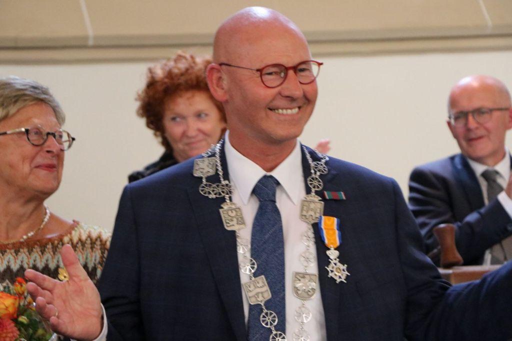 Burgemeester Bort Koelewijn vanmiddag Koninklijk onderscheiden en wordt Ereburger van Kampen