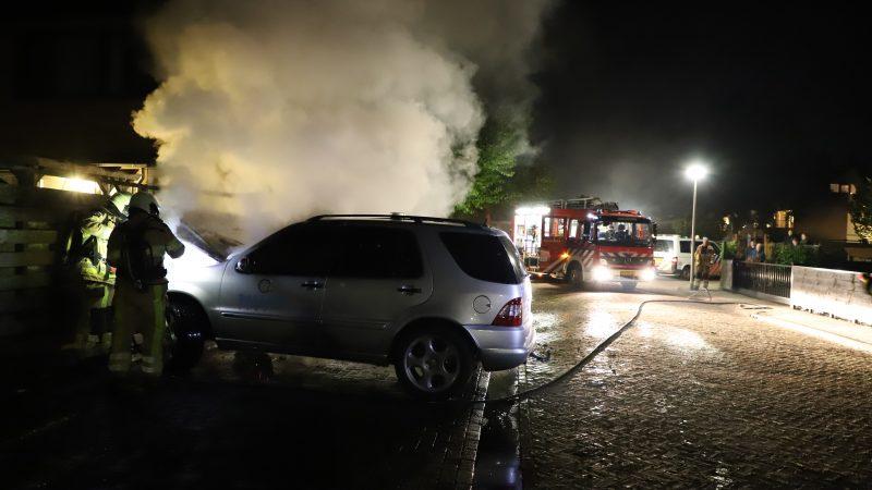 Brandweer rukt uit voor brand in bedrijfsauto